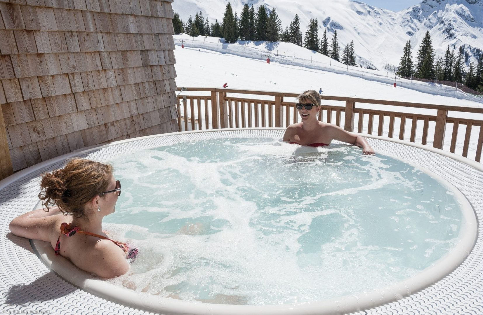 The jacuzzi in the spa