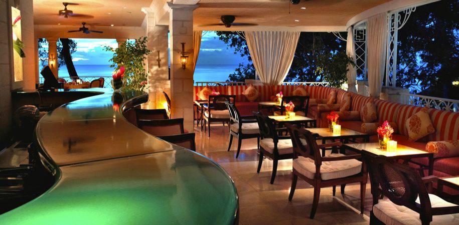 L'Acajou's bar and lounge