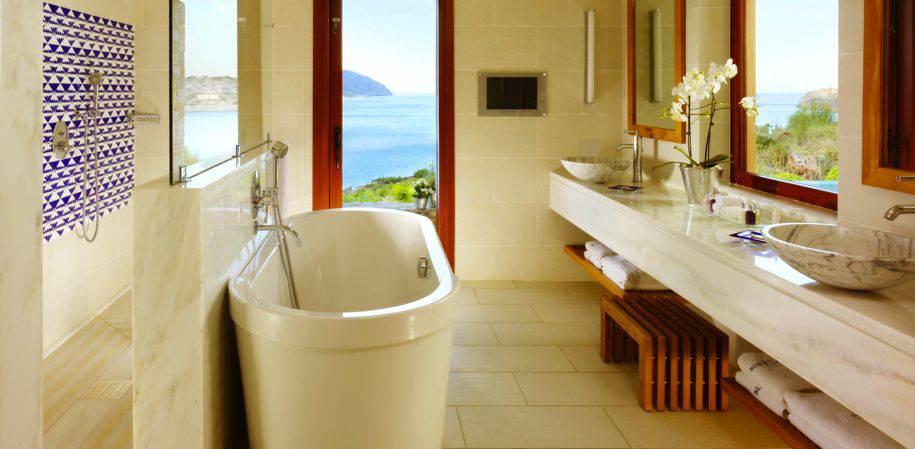 A Suite sea view bathroom