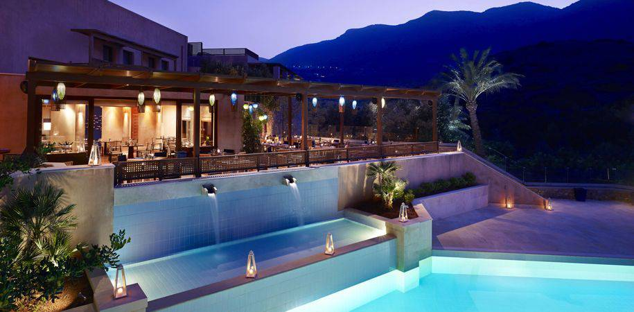 Isola restaurant pool