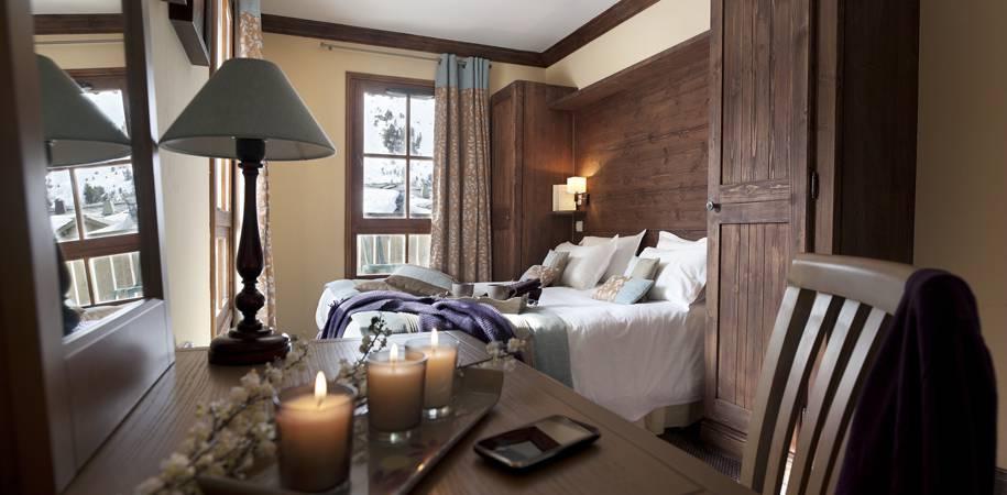 A Residence Le Manoir apartment bedroom