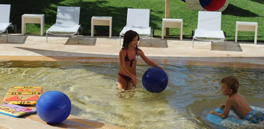 The kids club paddling pool
