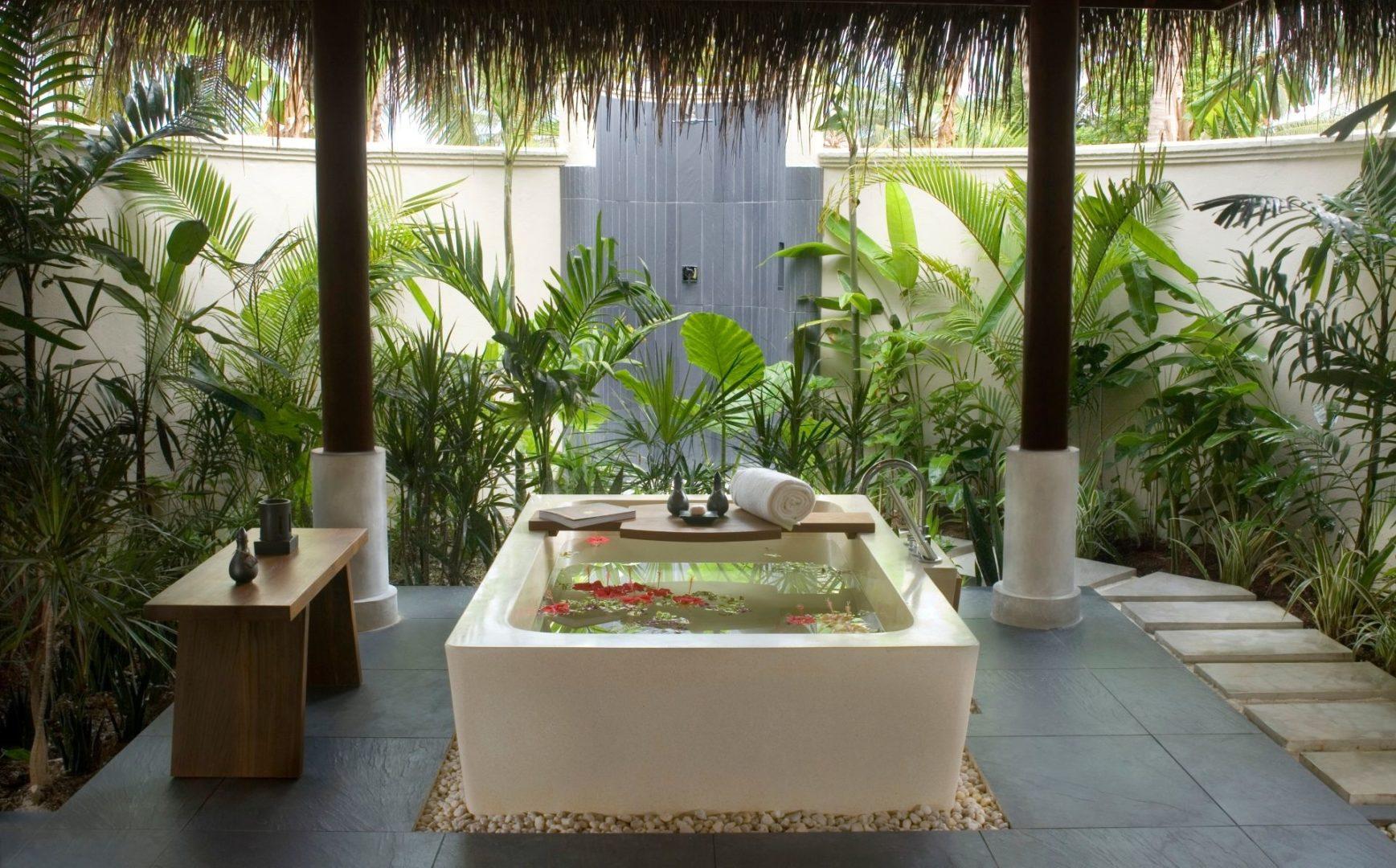A Beach villa bathroom