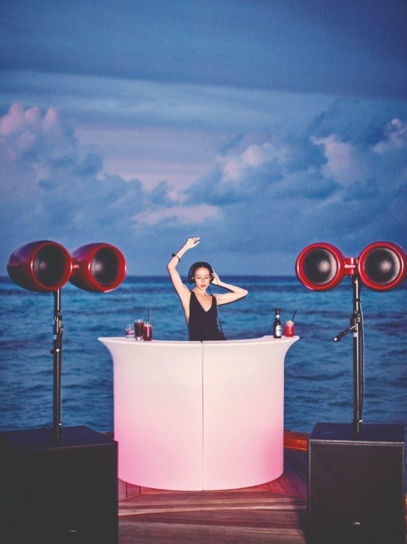 Funky Beach Rouge DJ