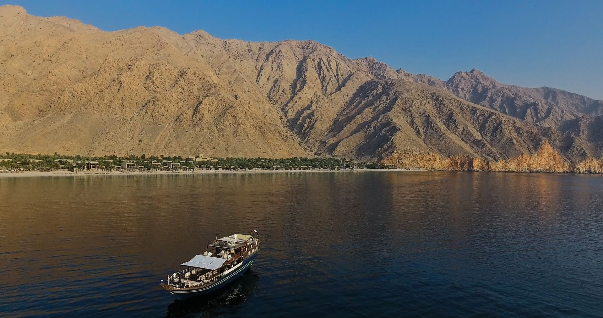 The bay with the resort's boat – Dhahab