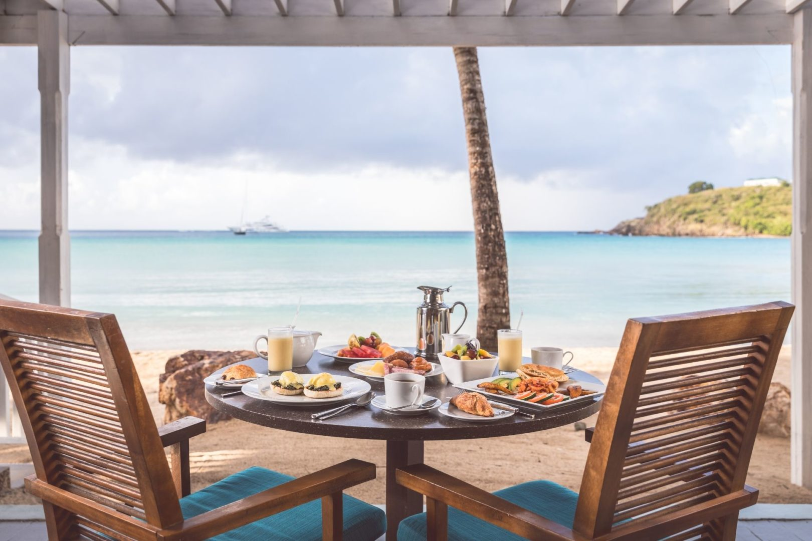 Breakfast with a seaview