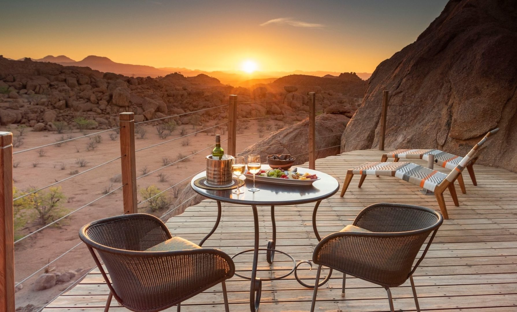 Mowani Mountain Suite – Deck with Sunset