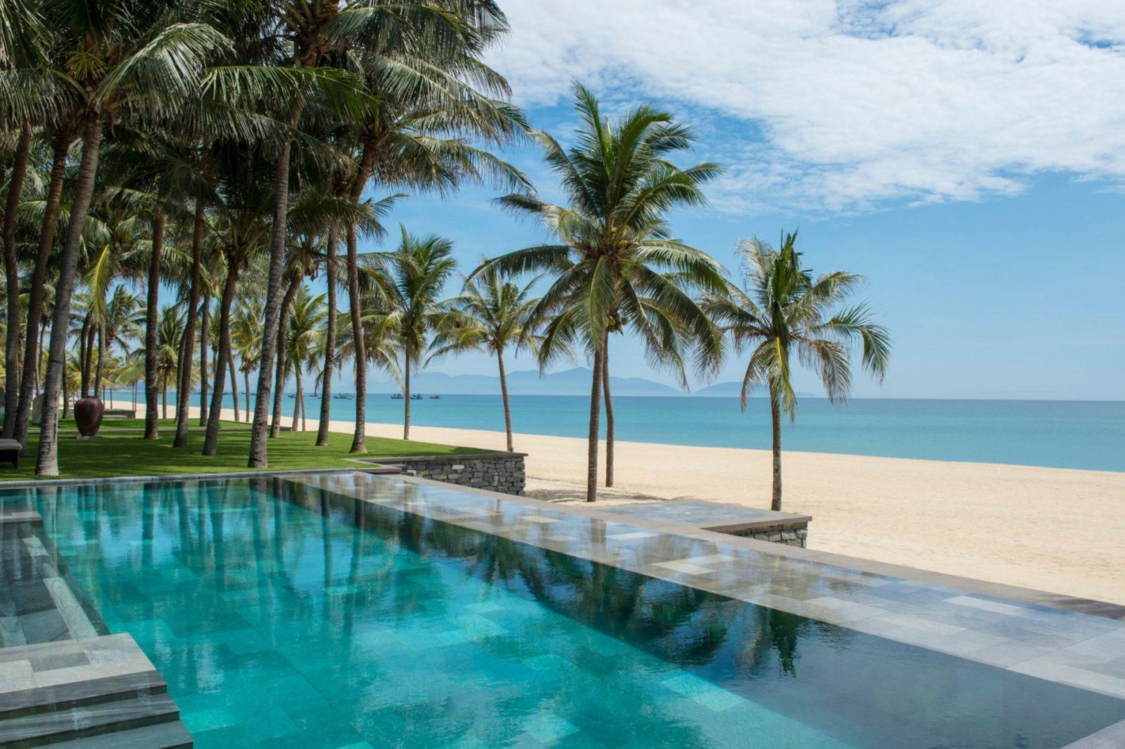A 3 bedroom Beachfront Villa Pool