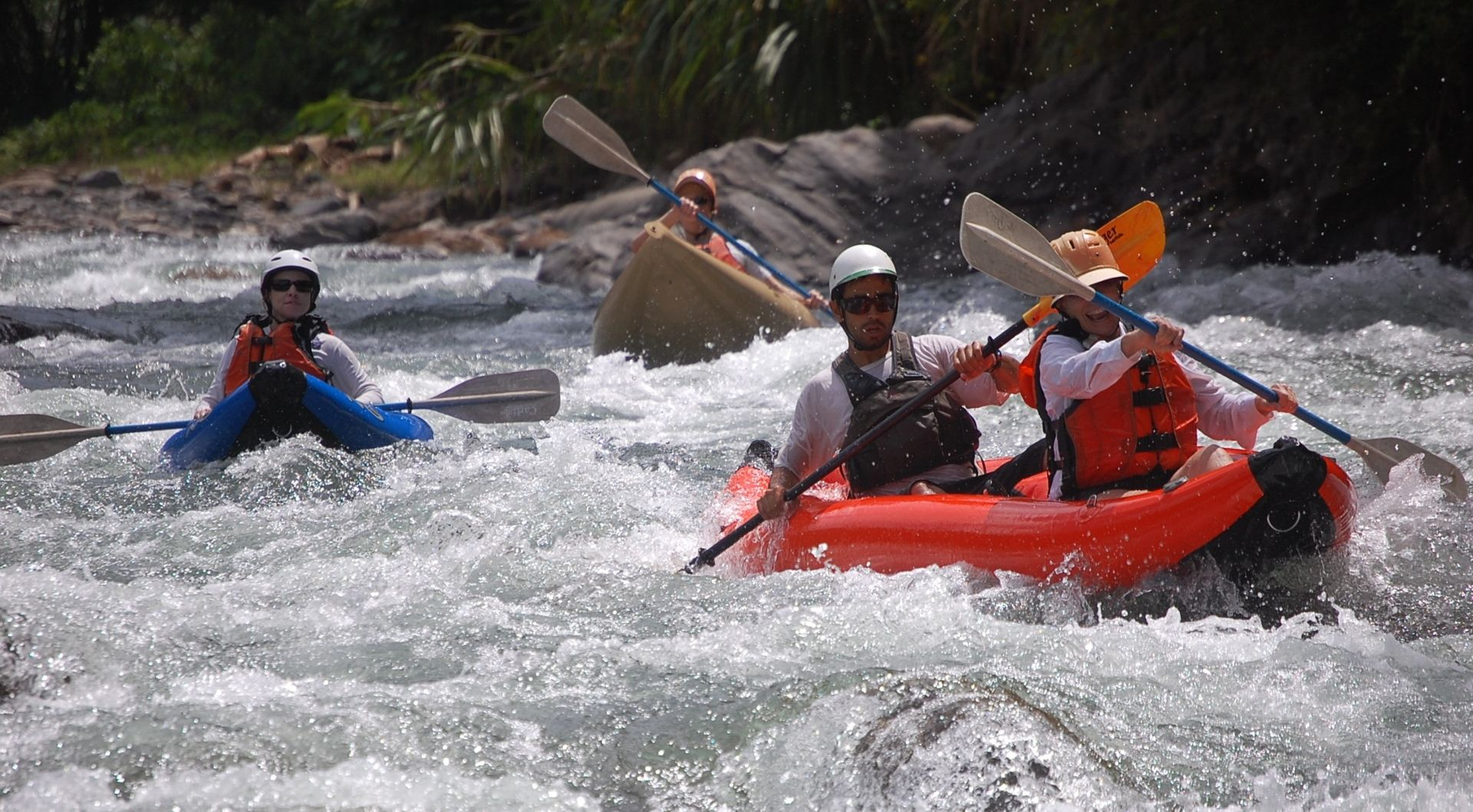Pacuare Lodge Canoe through the rapids