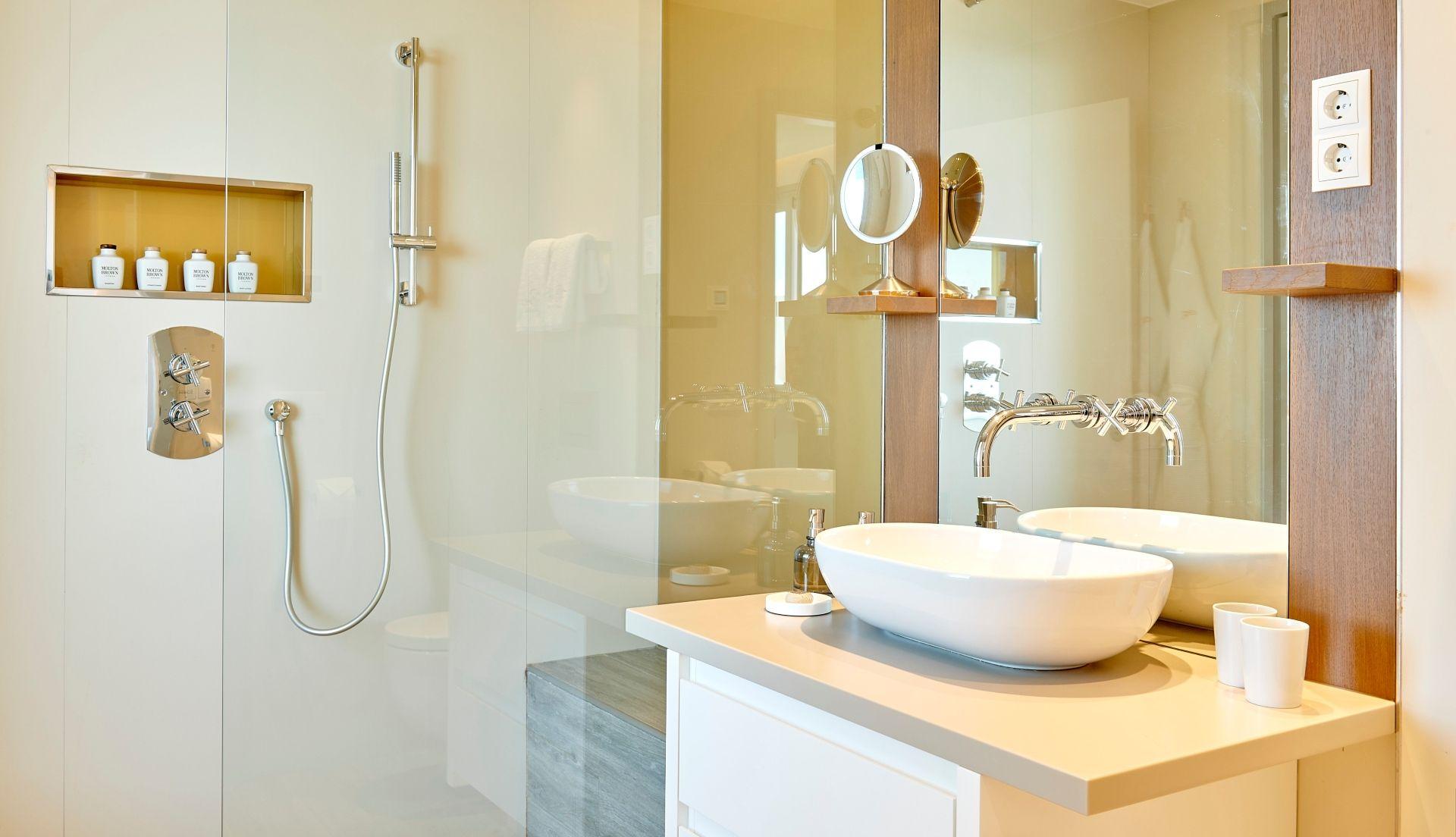Cliff Suite Duplex Deluxe bathroom