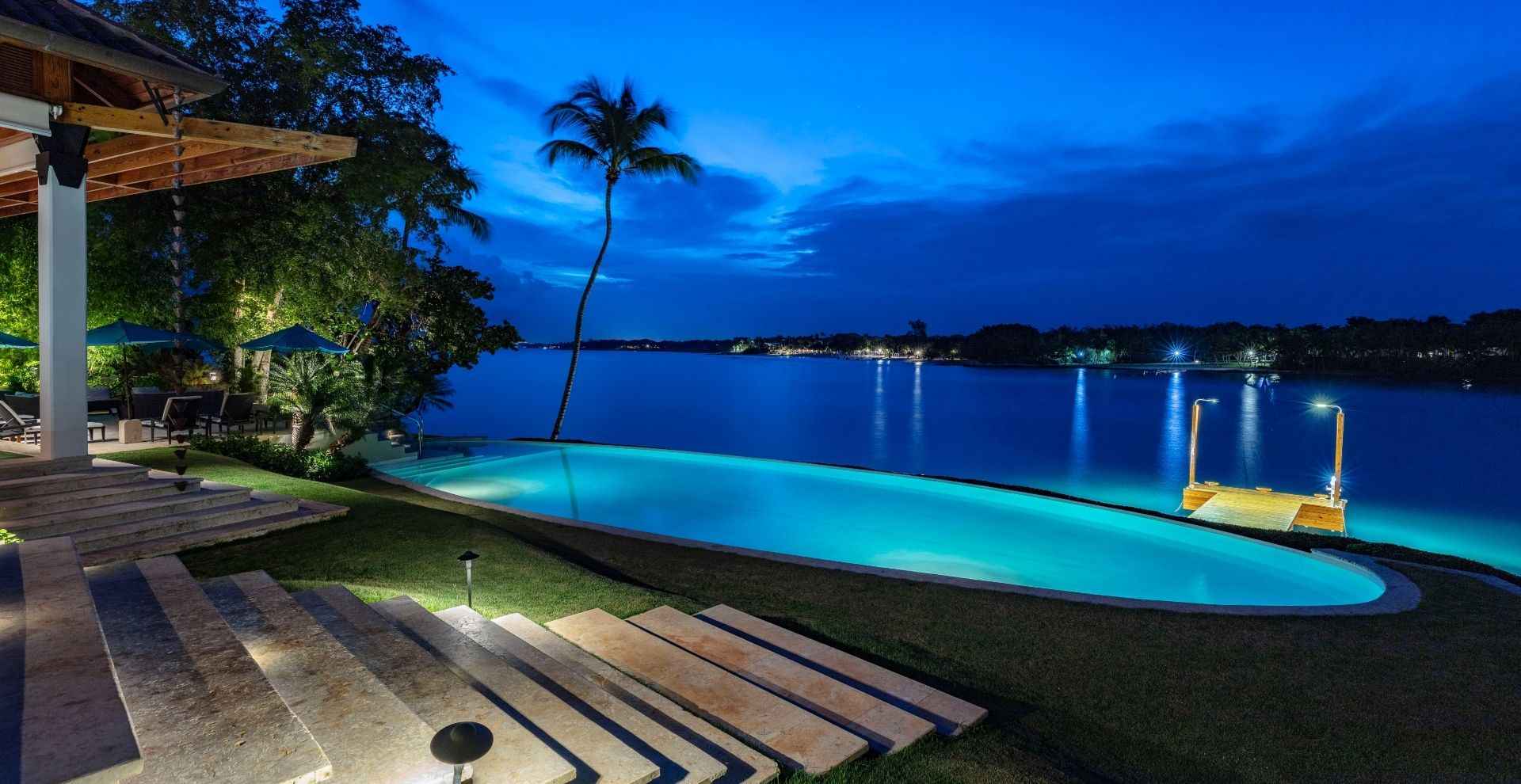 Ocean Villas – by the shore and with a jetty