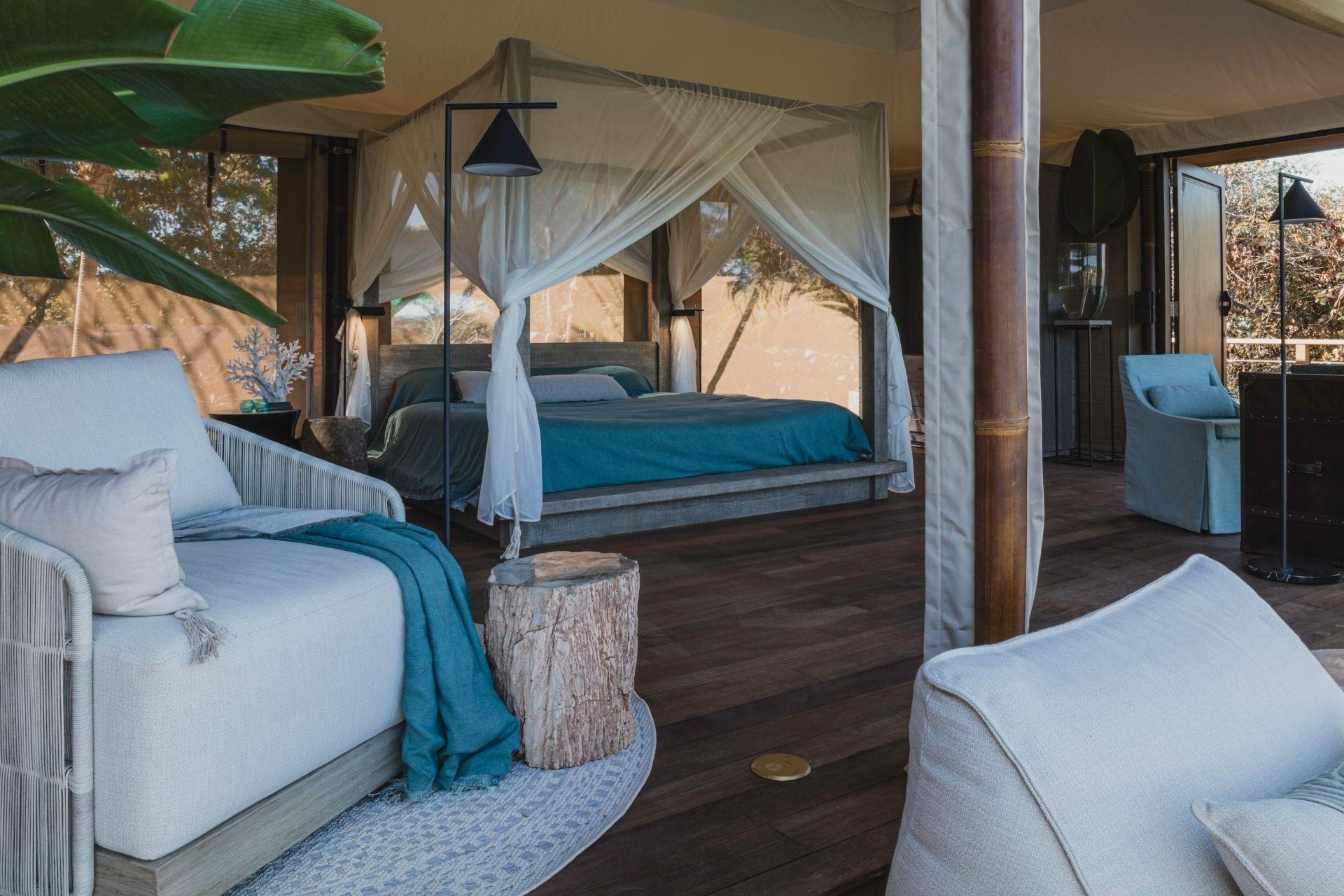 Move_Mountains_Luxury_Holidays_Sustainable_Americas_Panama_Islas_Secas_tented_Casitas_bedroom