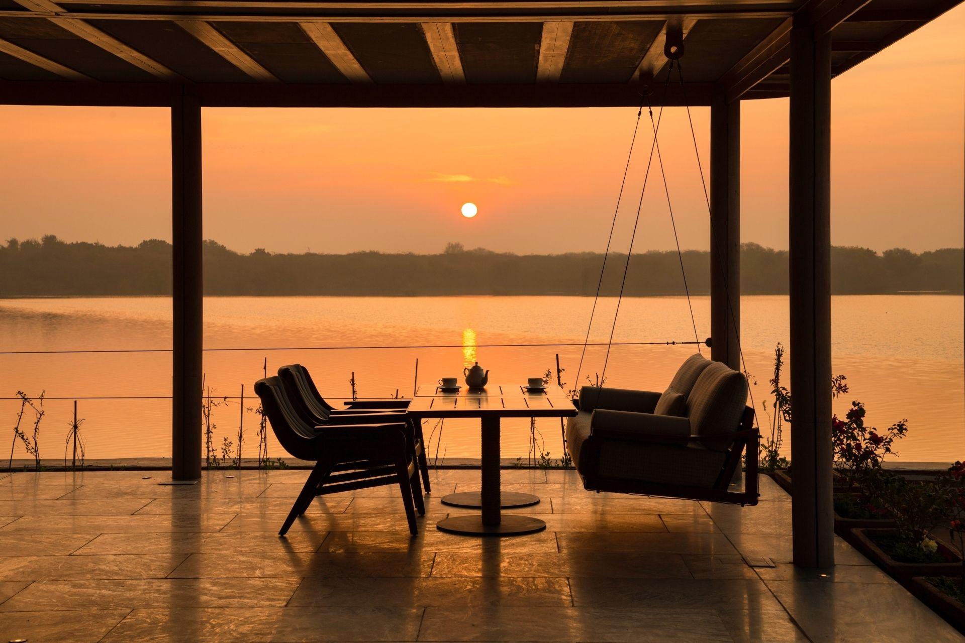 RAAS Chhatrasagar – the sun rises across Lake Chhatra Sagar
