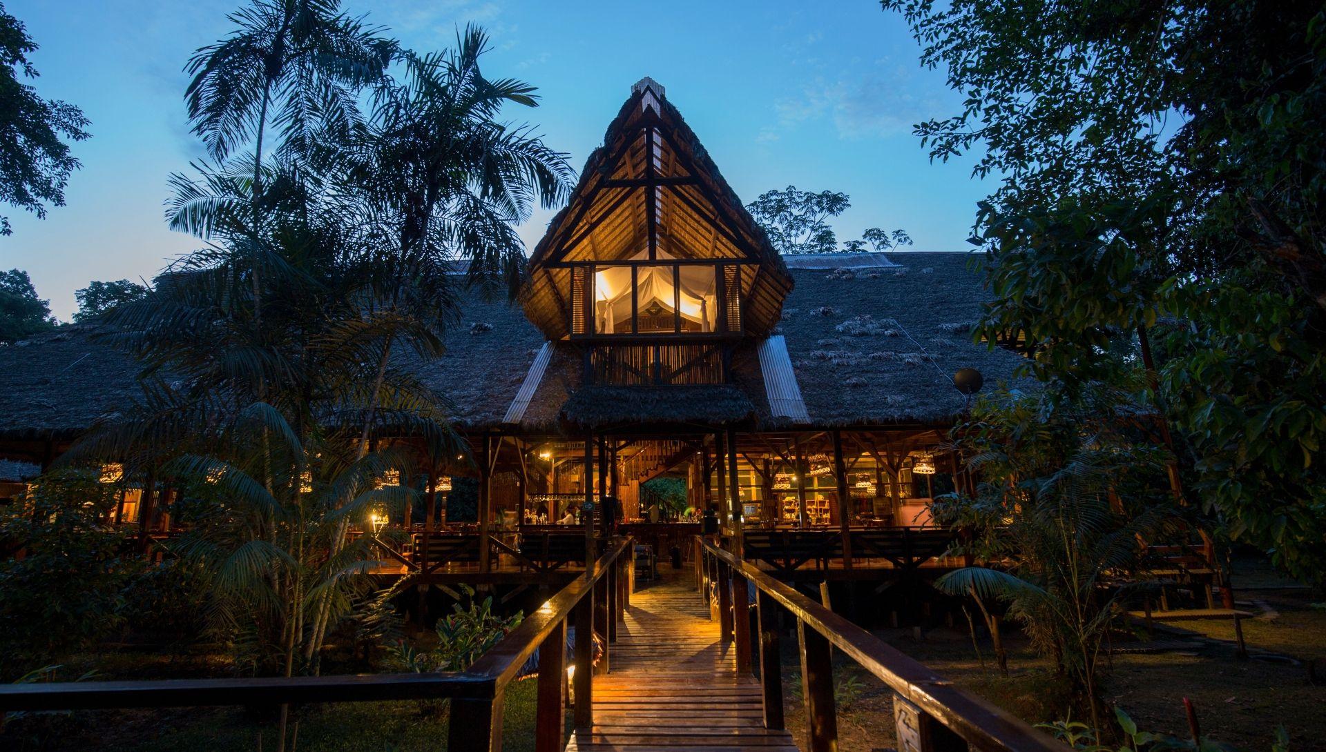 Refugio Amazonas evening scene